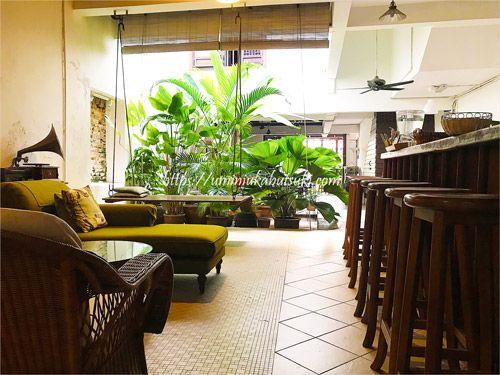 非日常を感じさせるロビーのソファーコーナーは夜になるとロマンチックな雰囲気に満たされる