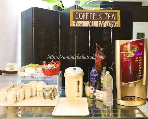 フリードリンクコーナーでは、マラッカ名物のホワイトコーヒーやティーラテが楽しめる
