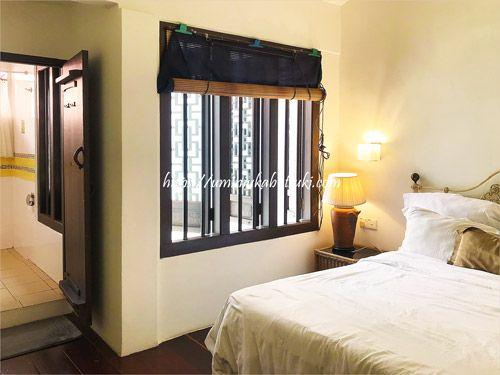 3面に窓が設けてある、明るくて風邪通しの良い部屋